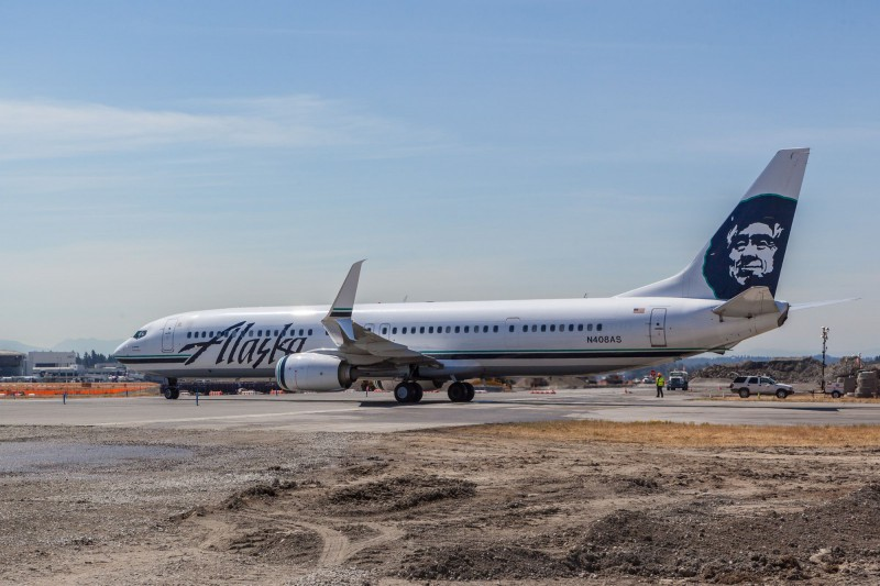Alaska Airlines Boeing 737-900 crossing the center runway.