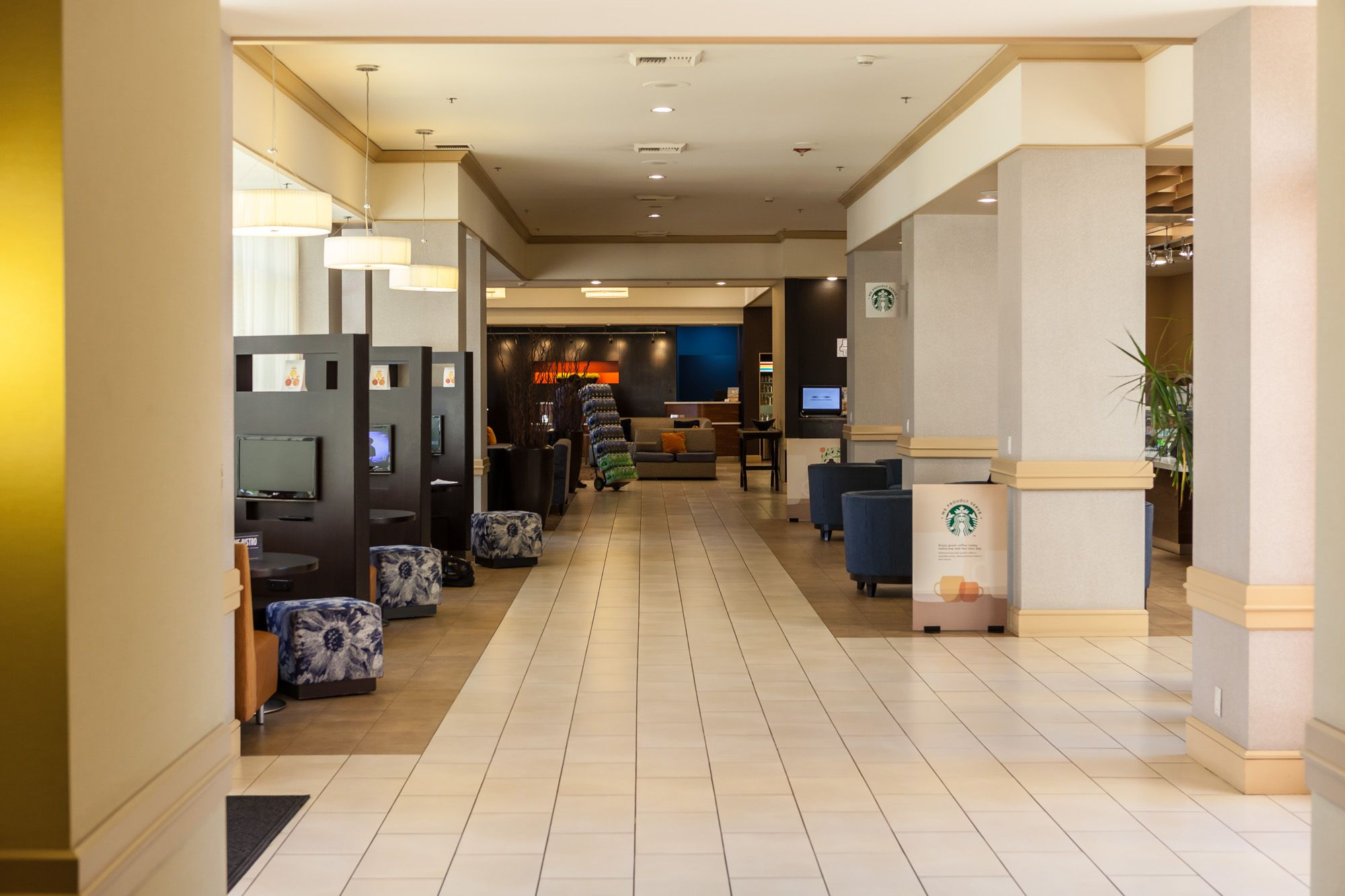 Main hallway: Some seating to the lft and the Bistro to the right. At the far end the Check-in area.