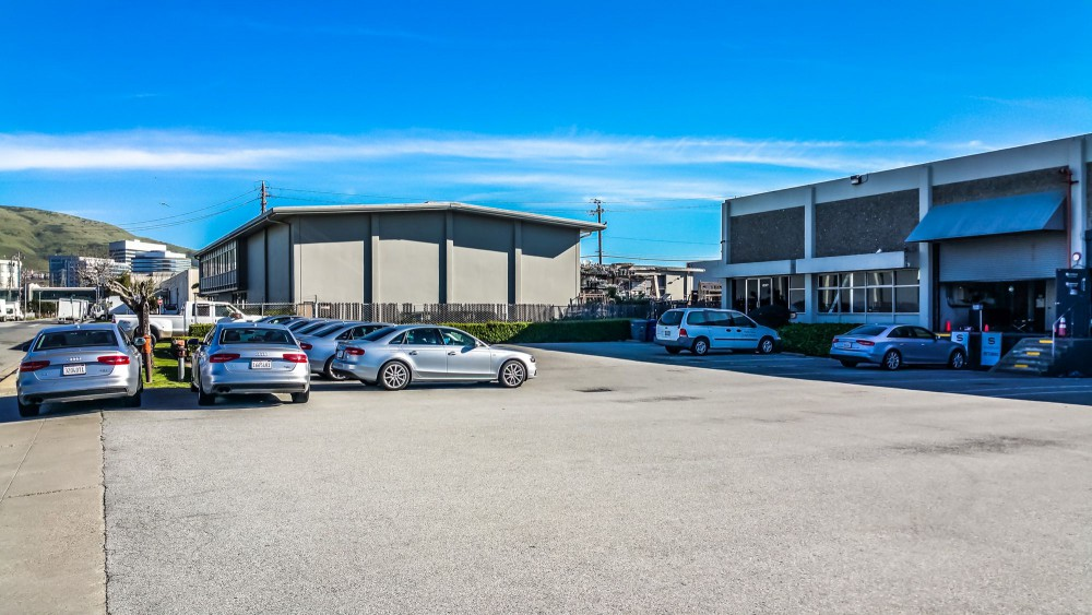 Silvercar Rental Center