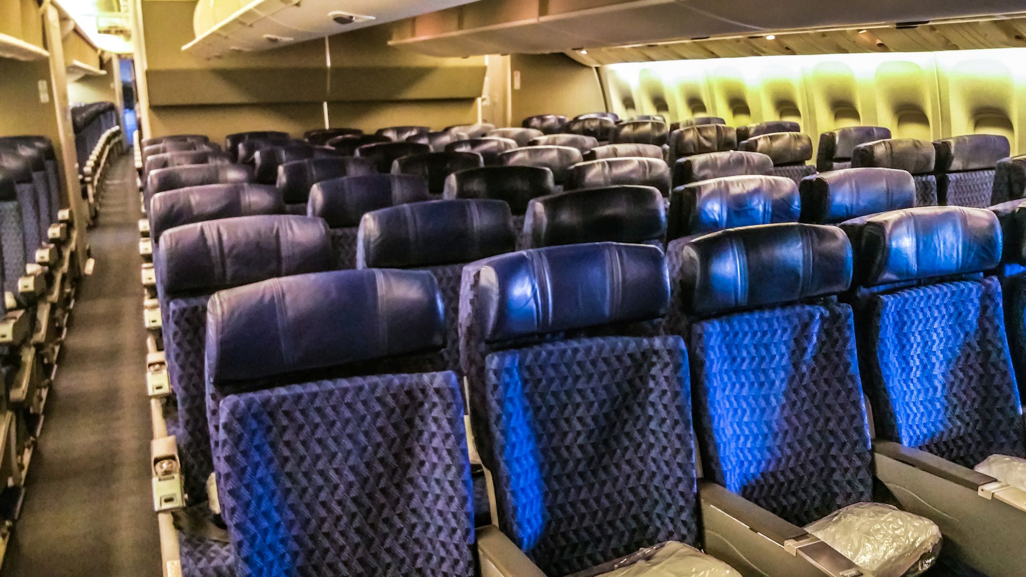 Flight review american airlines business class boeing for Boeing 777 interior
