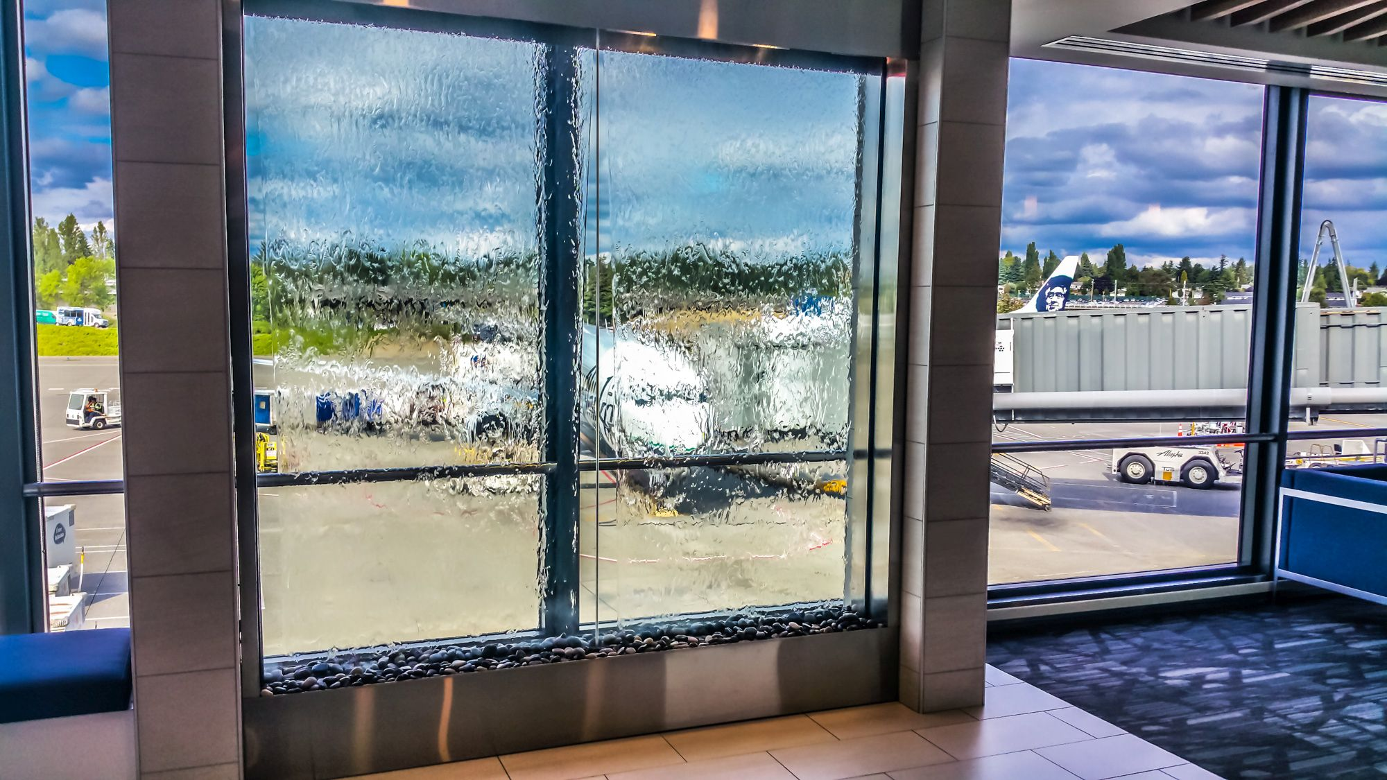 Lounge Review: Alaska Airlines Lounge N-Gates Seattle-Tacoma (SEA ...