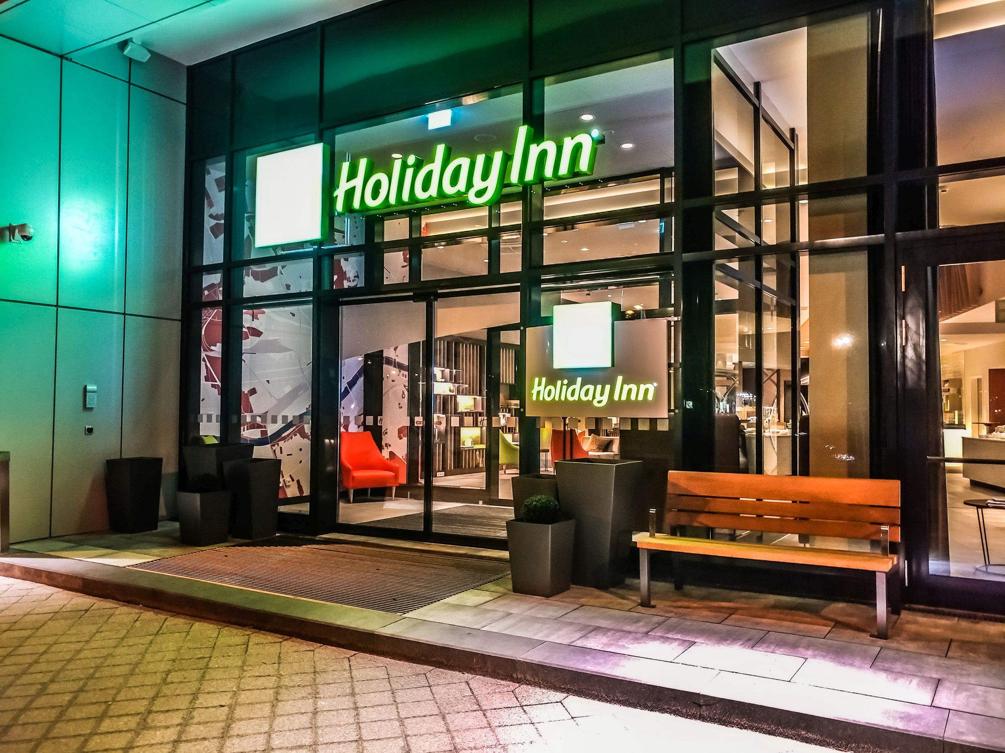 Hotel Review: Holiday Inn Frankfurt Airport – Executive King Room