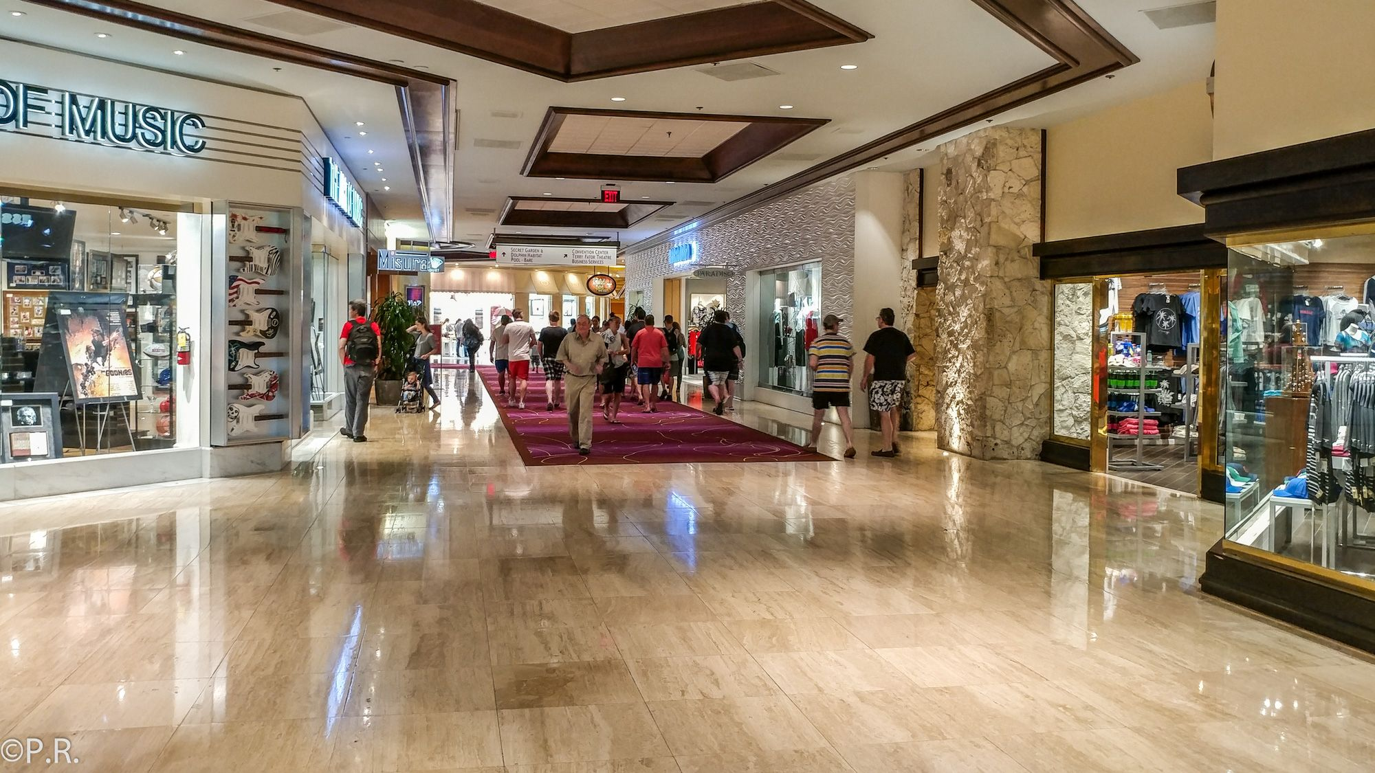 Hotel Review The Mirage Hotel And Casino Gate To