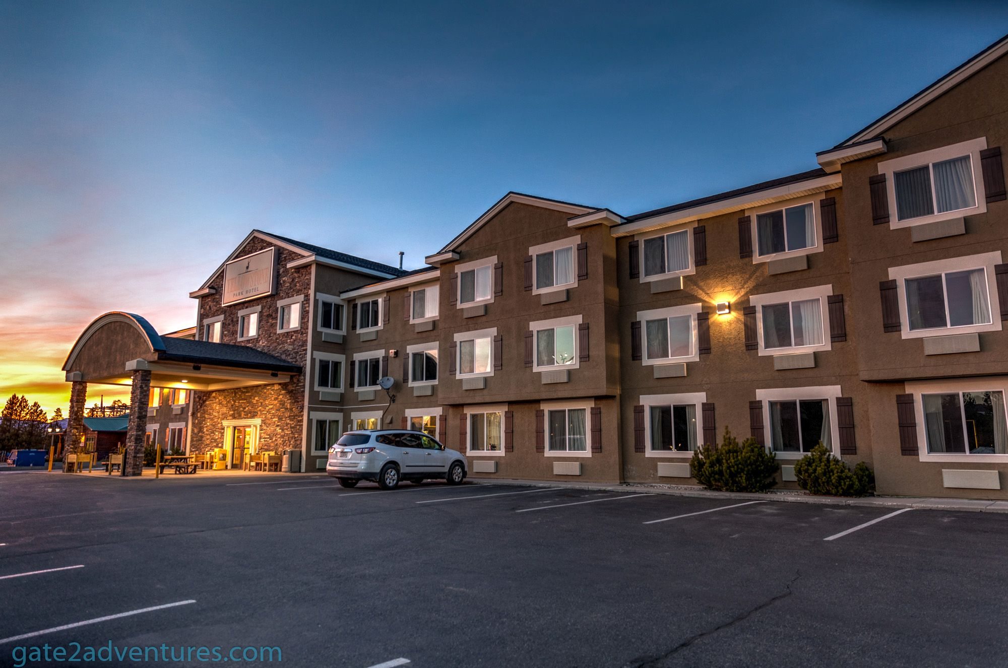 Hotel Review: Yellowstone Park Hotel