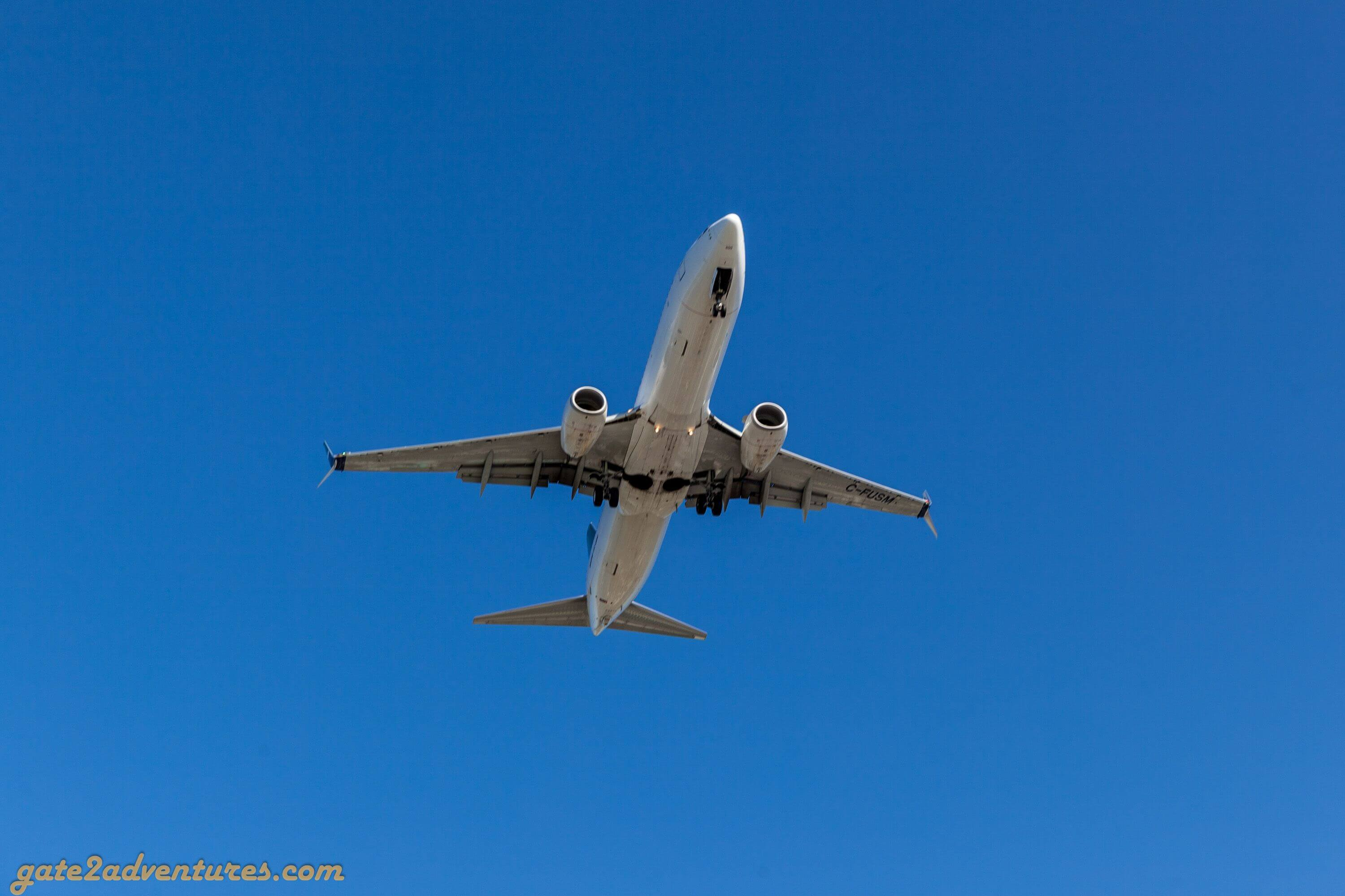 Planes coming in over your head while approaching runway 26R